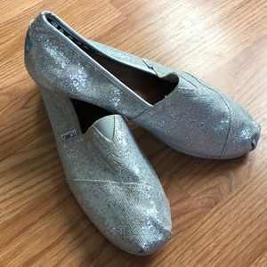 TOM's Silver Classic Slip On Flats Shoes Sz 10